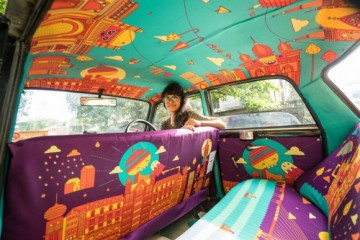 Táxis pintados por artistas indianos.