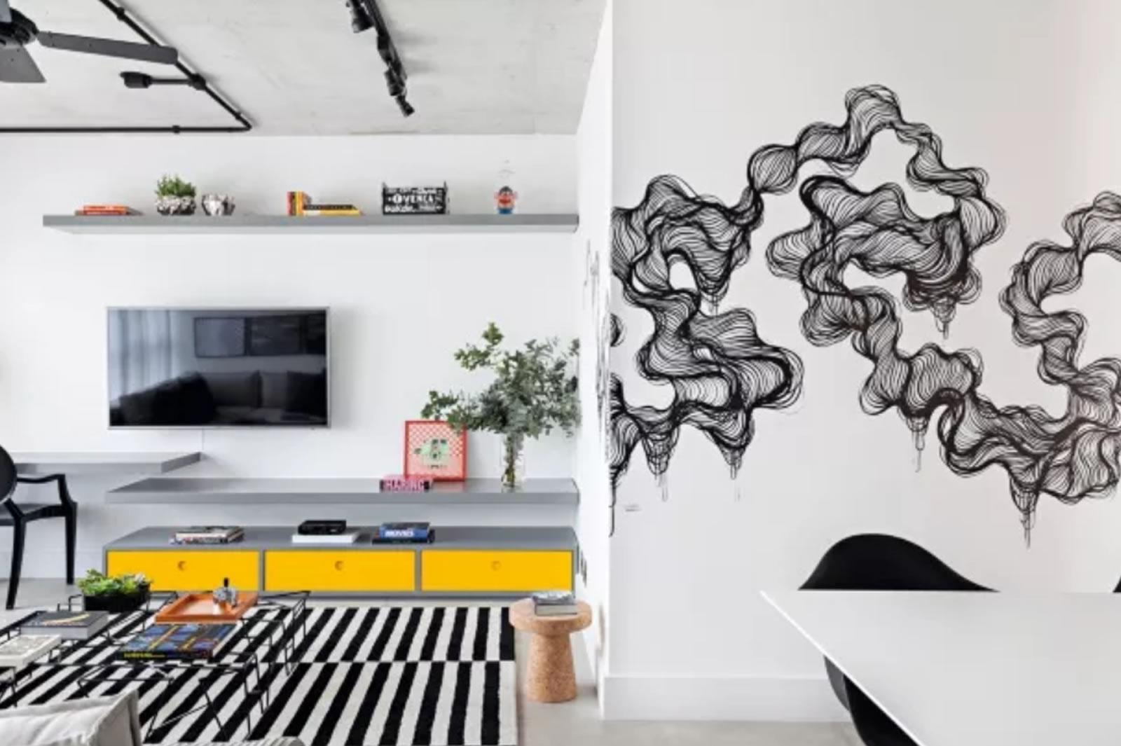 Giuliano Martinuzzo - A intervenção no living surgiu da ideia do escritório Now Arquitetura de trazer um toque descolado ao décor de uma jovem publicitária. As linhas conferem movimento ao ambiente (Foto Divulgação)